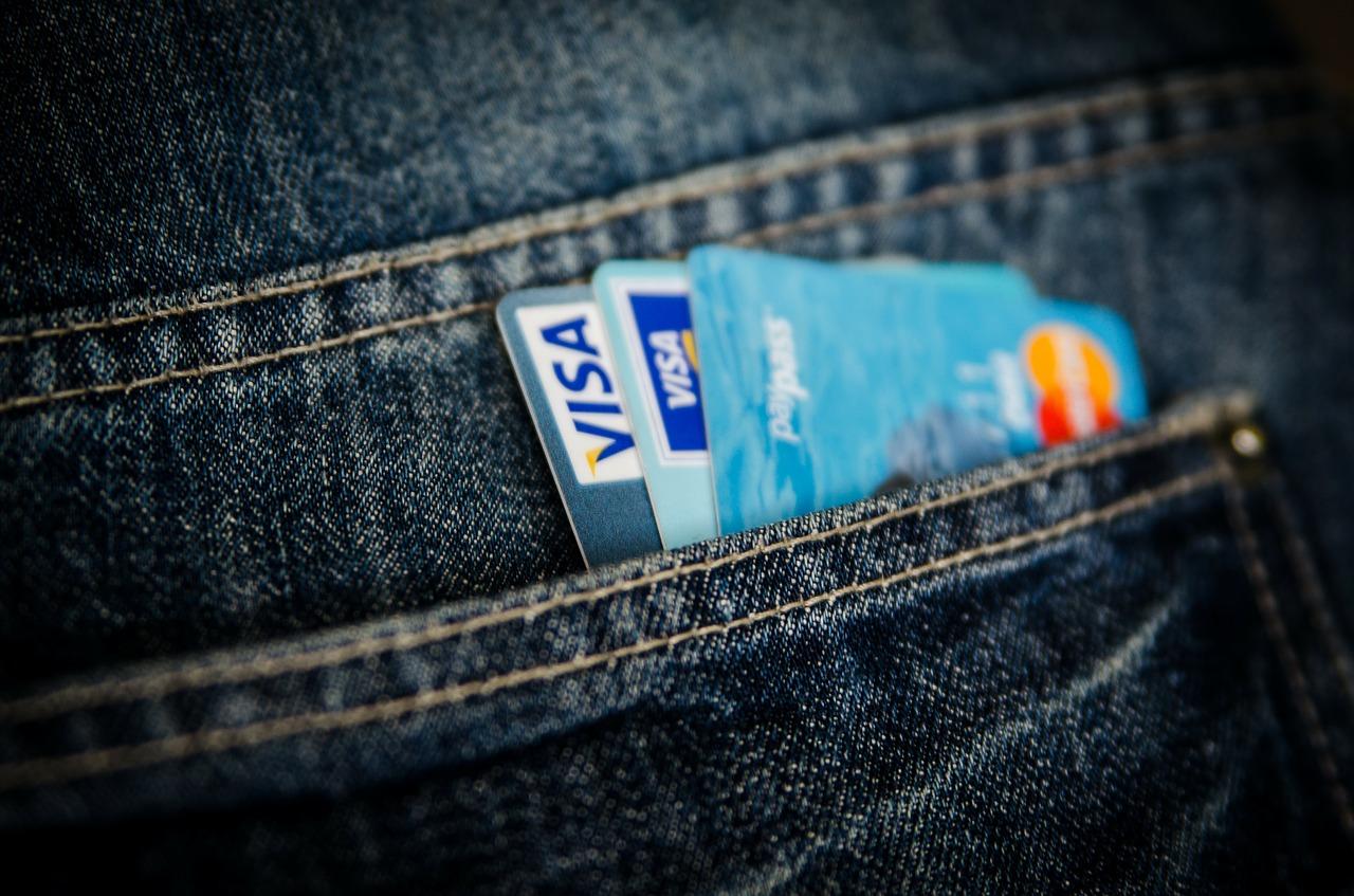 ポケット入ったクレジットカード